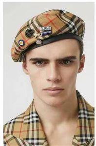 grain classique de cas avec l'insigne Solider Armée Hat Homme Femme Laine Vintage Beret Bonnets Casquettes Hiver chaud Chapeau Cosplay Chapeaux pour femme