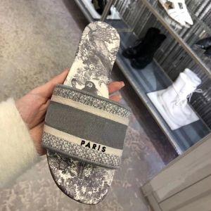 Womens París Diseñador desgastes del deslizador de las sandalias del verano de los deslizadores de la playa de diapositivas niñas flip flop de lujo Comfort bordado floral de la vendimia atractiva