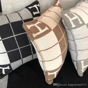 Classique Throw de luxe Stripe Coussin oreiller Signature H Accueil Voyage décoration textile Hiver Accueil Automne chaud Coussin Pillow Large 60 * 60 cm
