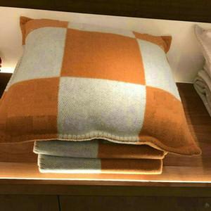 Moda Vintage Fleece PillowCase Letra H Cachemira Fundas de almohada Europea Lana Funda de almohada Regalos de Navidad DIA 45 * 45cm 65 * 65cm