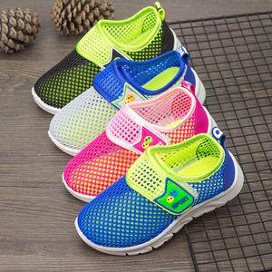 Neue Sommer-Soft-Kinderschuhe Süßigkeit-Farben-Breathable Air Mesh Kinder-Sportschuhe Kind-beiläufige Turnschuhe für Jungen Mädchen