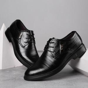 I nuovi 2019 uomini scarpe formali di cuoio di affari Casual Shoes di alta qualità Men Dress Ufficio rotonde Scarpe a punta maschio respirabile Oxfords