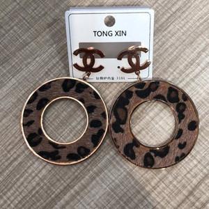 Estilo clásico nueva Precio al por mayor del aro de oro rosa de titanio de acero estampado de leopardo pendientes pendientes colgante anillo chapado en oro para mujeres Los regalos