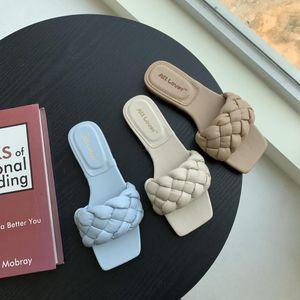 Mujer zapatos planos delgados talones dedo del pie cuadrado de la mujer zapatillas de tacón mulas Diapositivas 2020 escándalos de goma de Roma Tela de costura básicas