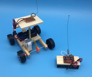 2020 İlköğretim ve orta öğrencilerin fen ve teknoloji küçük üretim DIY kablosuz uzaktan kumanda yarış modeli yaratıcı montaj arabası