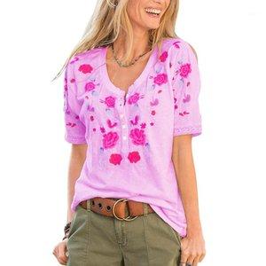 قميص زهري مطرز على الرقبة زرا عفويا