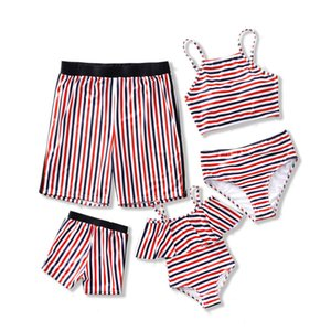 família swimsuit listrada combinando swimwear mãe filha biquíni pai filho sunga meninas meninos mulheres homens roupa da família casal olhar