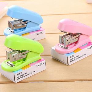 simpatiche mini cucitrici a punti metallici fissate piccole cucitrici metalliche in plastica portatili per ufficio scolastico accessori per scrivania di cancelleria kawaii