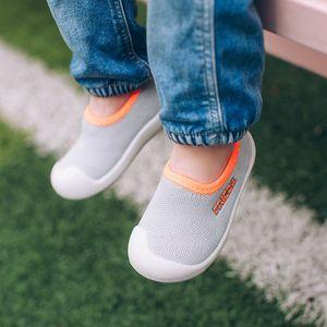 Çocuk Çocuk Spor Ayakkabılar için 3`lü Mix Toptan Sonbahar Kız Bebek Boy Yürüyor Bebek Casual Yumuşak Alt Kaymaz Nefes Mesh Ayakkabı