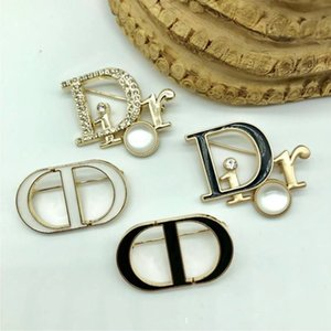 brand Letter D Brooch Pins For Women Jewelry Dress Clothing Pins Rhinestone Exquisite Bling Bling Suit Brooch For party Festival Gift