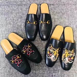 Suola dermica Pelle bovina autentica Baotou Mezza pantofole Ricamo Fantasia animali donna Pantofole a fondo piatto Designer di lusso Donna in pelle Scarpe