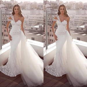 Plus Size Bianco Pizzo Abiti da sposa Sirena Una spalla Abiti da sposa backless con tulle Treno Beach Garden Vestido de Noiva