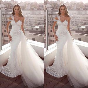 Talla grande Vestidos de boda de encaje blanco Sirena Un hombro Backless Backless Vestidos de novia con Tulle Train Beach Garden Vestido de Noiva