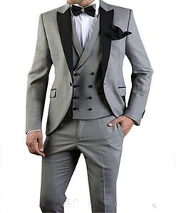 Yeni Popüler Tasarım Damat smokin Bir Düğme Açık Gri Tepe Yaka Groomsmen Best Man Suit Düğün Suits (ceket + pantolon + Vest + Tie) 693 Mens