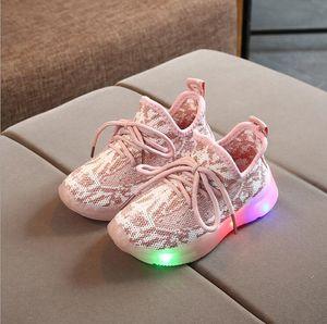 los niños de diseño de los zapatos de los muchachos de primavera y otoño nuevos niños niñas luces respirables del reco volar zapatillas tejidas brillantes zapatos de los niños
