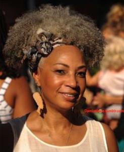 Grey Moda de prata virgem crespo encaracolado rabo de cavalo, cabelo humano cinza rabo de cavalo afro peruca destaques naturais dyeable cinza afro bun puff120g
