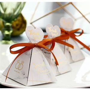 Scatola di caramelle in marmo bianco Piramide triangolare in stile europeo Confezione regalo di zucchero Confezione regalo per bomboniere Regali per feste 0 8hs