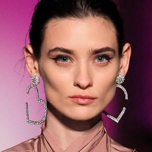 Luxury Exaggeration Women Eardrop Fashion Strass Heart Long Stud per Lady Night Club Orecchini gioielli per il partito