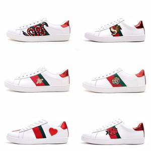 Zapatos casuales para hombre del diseñador de lujo azul mujeres blancas zapatillas de deporte de buena bordado abeja gallo fruta perro tigre en el lado des chaussures Zapatos