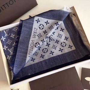 Sciarpa di lusso Sciarpa di seta lettera Designer Sciarpa di seta delle donne Sciarpe calde Dimensioni 140x140cm