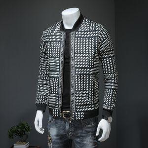 2019 весной и осенью новая куртки мужские самосовершенствования бейсбола воротник тенденции мужской случайные печати куртка большого размера
