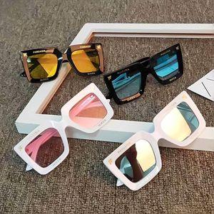 2020 yeni tasarımcı Çocuk Mektubun güneş gözlüğü moda kare çocuklar Güneş oğlan kız gözlük bebek seyahat opsiyonel UV400 gözlük ayna