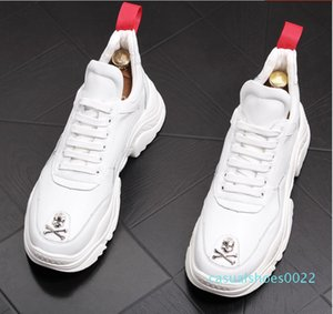 Yeni İngiliz Erkekler Rasgele Konfor Ayakkabı Gümüş Kafatası Charm Platformu Ayakkabı Moda Gençlik Man Beyaz Eğilimleri Boş c22
