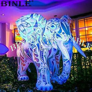 Debout grand modèle d'éléphant gonflable lumineux, dessin animé géant animal gonflable pour l'affichage