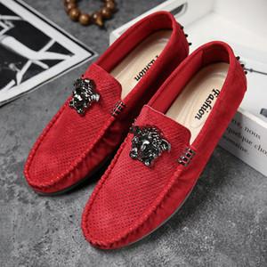 Scarpe da sposa di moda 2019New velluto degli uomini fannulloni Scarpe partito Europa ricamato stile maschio nero Red Flats Mens di cuoio mocassini