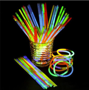 Bâton Baguette Flashing Light Glow Stick Bracelet Colliers Light Party Concert Vocal flash Sticks Festival de nouveauté Toy Party étape Décor YP309