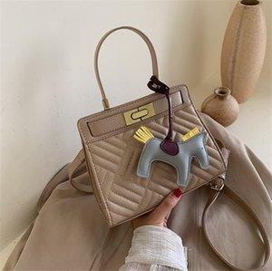 New 2020 Handbag Kitten Bag Stylish Embroidered Rhomb Shoulder Bag Fashion PH-CFY2006014