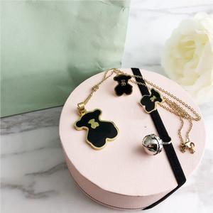 2020 Nouveaux ensembles de bijoux bracelet or chaud femmes mode Boucles d'oreilles amants Collier Lettre d'alliage Charm Bracelets Femme cadeau de la personnalité