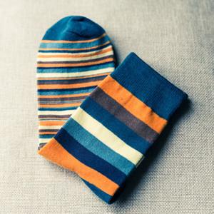 10 쌍 / 세트 남성 컬러 줄무늬 양말 최신 디자인 인기 남성 양말 스트라이프 양말 정장 패션 남성 속옷 컬러면