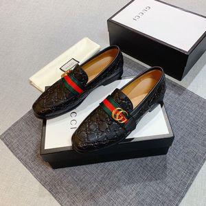zapatos de vestir de alta calidad de los hombres de lujo del pie roja mate zapatos casuales de cuero de patente redondo puntera del dedo del pie uñas planas zapatillas de deporte de negocios inferior 38-45