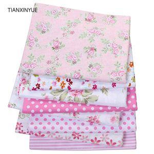 8pcs / lot, TIANXINYUE sarga de algodón Tela floral rosado remiendo de tela para acolchar costura BabyChildren hojas de material de vestir