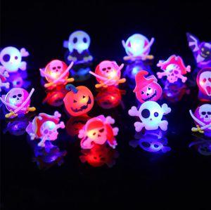 El anillo de dedo luminoso de calabaza de Halloween Bat fantasma divertido anillos de calavera Partido juguetes de plástico favorece los regalos Props de Halloween Suministros