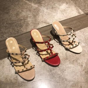 Lackleder Spitzschuh Frauen Sandalen Nieten 2020 Sommer hohle weibliche High Heels Sandaletten High Heel Damen Sandalen