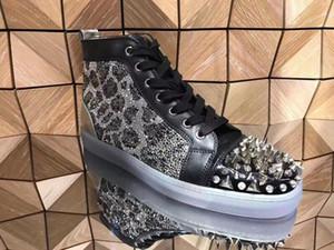 Luxuriöse Designer Louisflats Strass Pik Pik Spikes rote untere Turnschuhe Schuhe Männer schillernden Kristall Hochzeit Kleid Freizeitschuhe