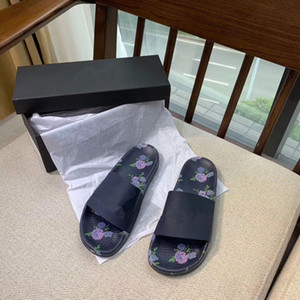 le nuove donne del progettista s pantofole da bagno Scarpe Stripes sandali flat estate della spiaggia Donne Slides35-40