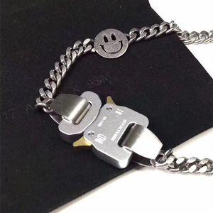 Héroe Chainlogo Cadena de metal Collar Pulsera Cinturones Hombres Mujeres Hip Hop Accesorios de calle al aire libre