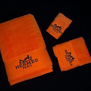 Classics Tuch-Qualitäts-Baumwoll Brief Stickerei Handtuch-Sets 3PCS Home Hotel Badetuch Anzug Buntes Strand weiches Handtuch-Set