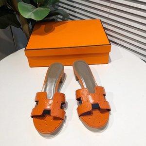 Летние квартиры мулы Леди сандалии тапочки скольжения на открытом носке женские тапочки открытый тапочки обувь женщина скользит змея шлепанцы