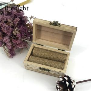 Wedding Ring rustico di legno su ordinazione del cuscino di sicurezza a due anelli Holder cerimonia dell'anello di fidanzamento di sicurezza incisa gioielli in legno Bearer