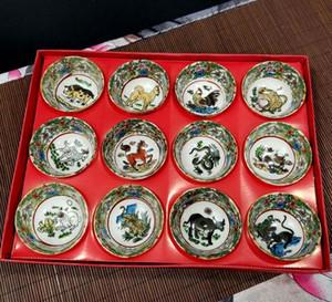 Nuovo stile all'ingrosso nuovo porcellana ceramica Kung Fu Tea Set 12 Zodiac tazza di corsa regalo regalo della porcellana decorazioni