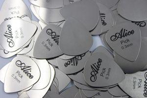 100pcs Alice Silver Stainless Metal Guitar Picks spessore 0.3mm + scatola di plastica