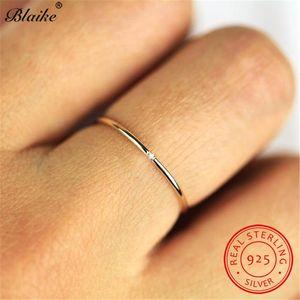 Bague Femme Stacking Dilution Pierre Argent 925 Dainty anneaux de mariage pour les femmes Cristal Blanc Midi Bague Fine Jewelry
