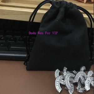 marcas de moda de moda broche de diamantes de imitación Shinning C Classic accesorios broche del partido de recuerdo buena Pin con el sello de la bolsa de polvo