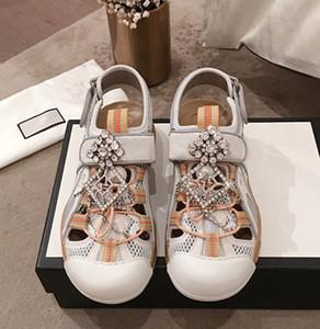 Diamonds newset Sandals brilhantes Chinelos Lady Verão Mulheres Unisex Sandals Rhinestone couro Genuine Sexy TPU sapatos confortáveis