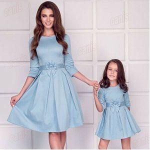 Nueva madre y la hija de la señora vestido a juego vestido de padres e hijos de la familia Trajes