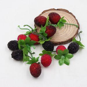 10 unids Barato Fake Fruit Glass Strawberry Christmas Red Cherry Stamen Mini Bayas Flor artificial Pearlized Decoración de la boda C18112601